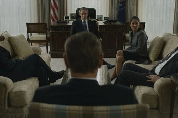 Titulky k House of Cards S02E01 - Chapter 14