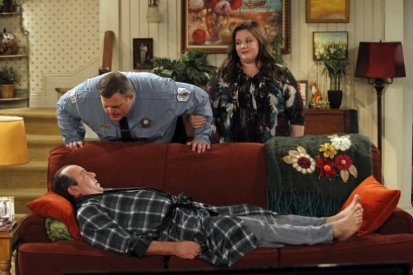 Titulky k Mike and Molly S03E02 - Vince Takes a Bath