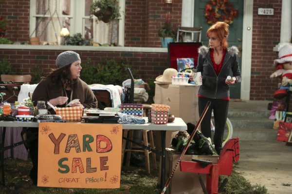 Titulky k Mike and Molly S03E06 - Yard Sale