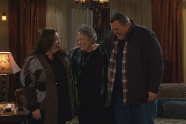 Titulky k Mike and Molly S04E15 - Three Girls and an Urn