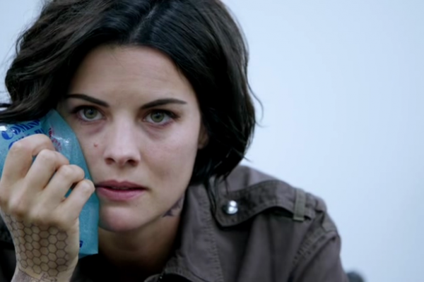 Titulky k Blindspot S01E03 - Eight Slim Grins