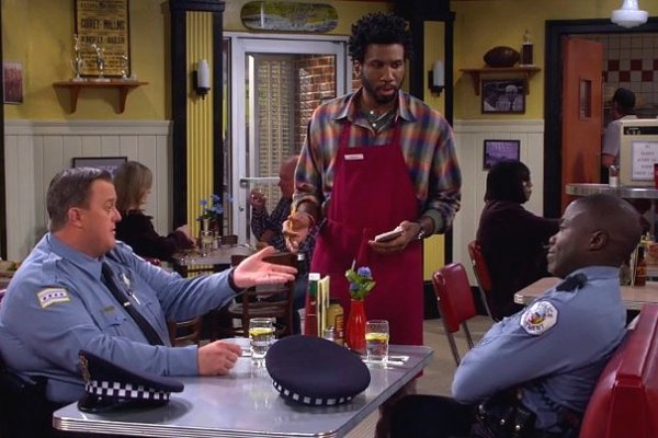 Titulky k Mike and Molly S06E02 - One Small Step for Mike