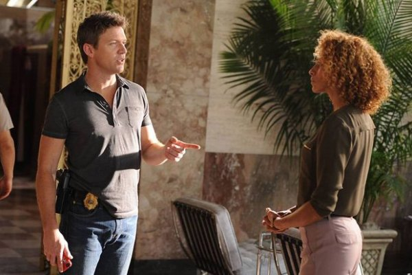 Titulky k The Glades S04E06 - Glade-iators!