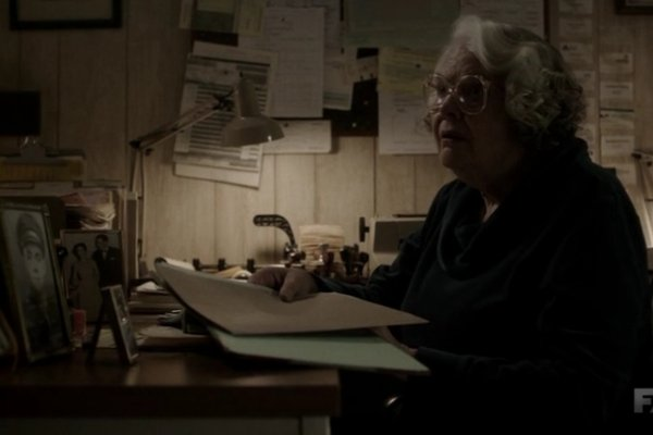 Titulky k The Americans S03E09 - Do Mail Robots Dream of Electric Sheep?