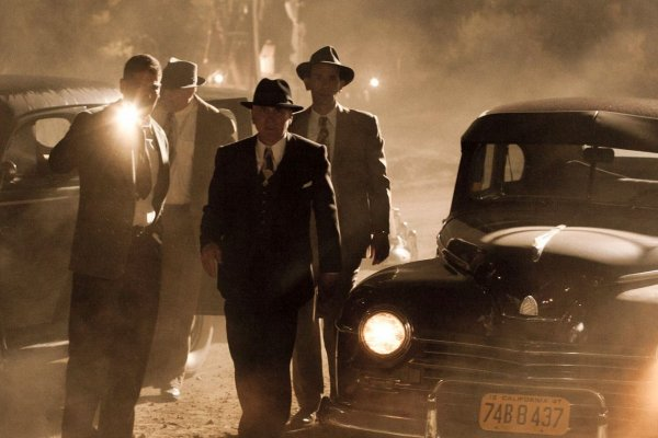Titulky k Mob City S01E01 - A Guy Walks Into a Bar