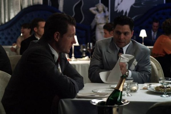 Titulky k Mob City S01E02 - Reason to Kill a Man