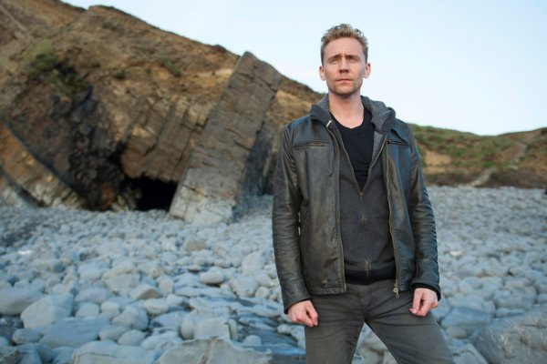 Titulky k The Night Manager S01E02 - Episode #1.2
