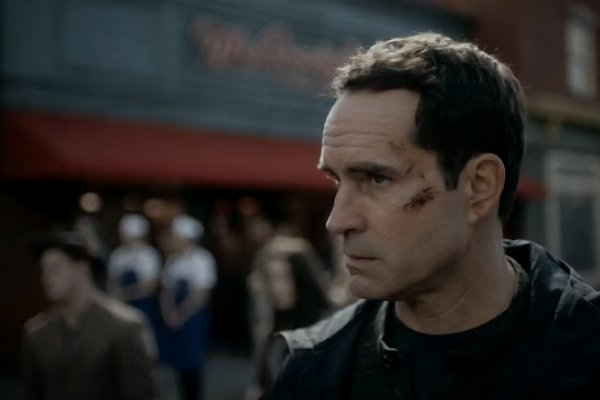 Titulky k Wayward Pines S02E01 - Enemy Lines