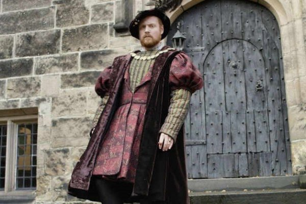 Titulky k Henry VIII and His Six Wives S01E01 - Katherine of Aragon