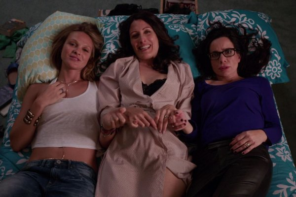 "Titulky k Girlfriends' Guide to Divorce S01E03 - Rule #47: Always Take Advantage of ""Me"" Time"
