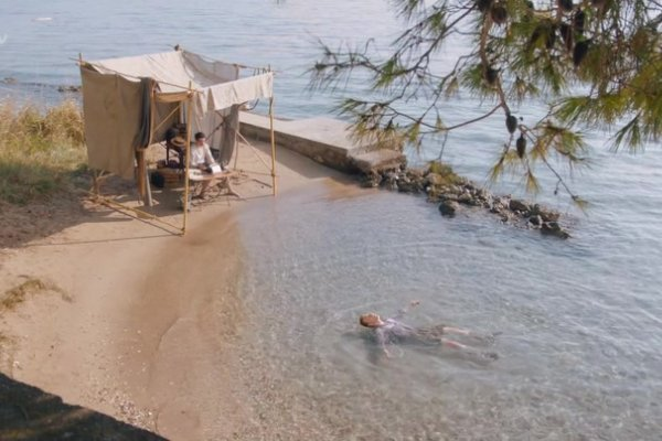 Titulky k The Durrells S02E01 - Episode 2.1