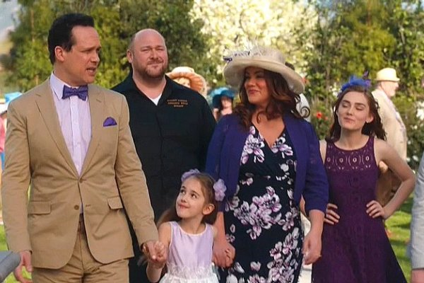 Titulky k American Housewife S01E19 - The Polo Match