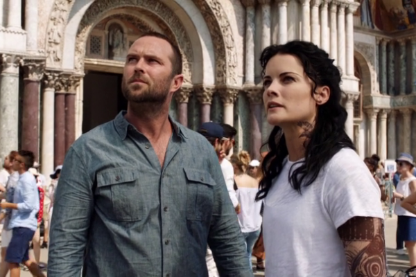 Titulky k Blindspot S03E01 - Back to the Grind