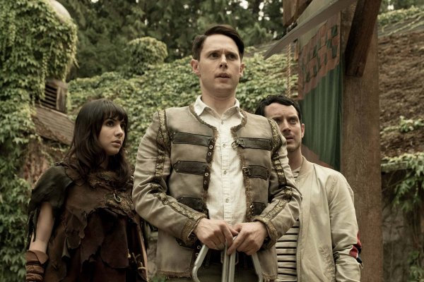 Titulky k Dirk Gently's Holistic Detective Agency S02E08 - Little Guy, Black Hair