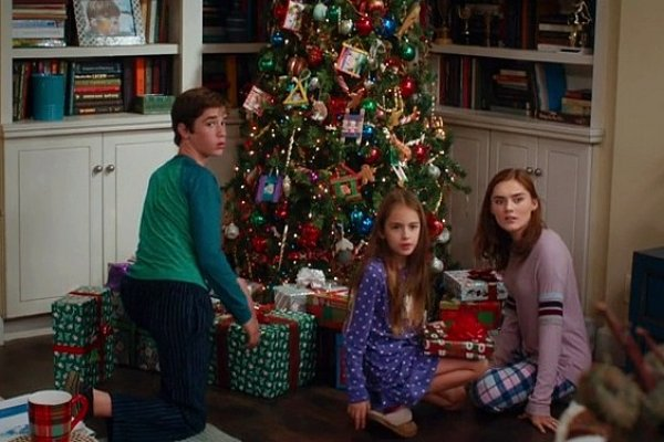 Titulky k American Housewife S02E10 - Blue Christmas