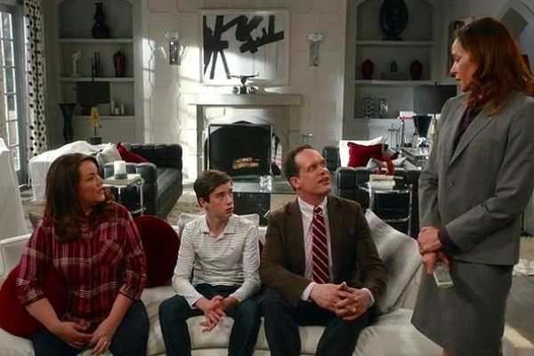 Titulky k American Housewife S02E20 - The Inheritance