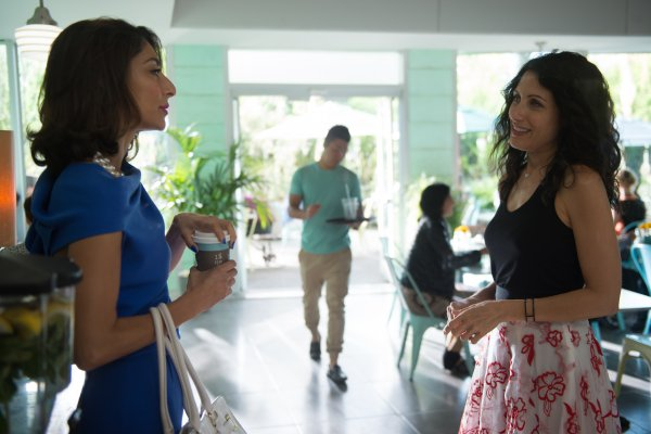 Titulky k Girlfriends' Guide to Divorce S02E02 - Rule #77: Don't Blow the Bubble