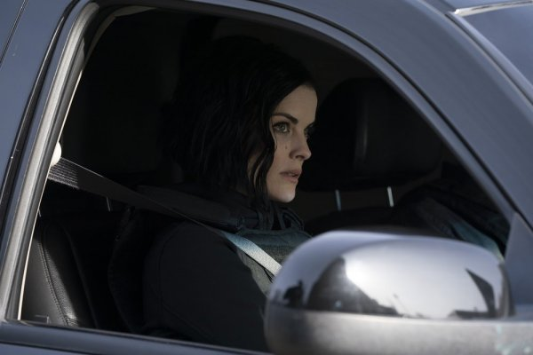 Titulky k Blindspot S04E15 - Frequently Recurring Struggle for Existence