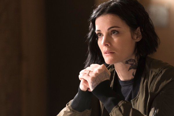 Titulky k Blindspot S04E17 - The Night of the Dying Breath