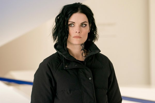 Titulky k Blindspot S04E21 - Masters of War 1:5 - 8