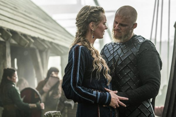 Titulky k Vikings S06E03 - Ghosts, Gods and Running Dogs