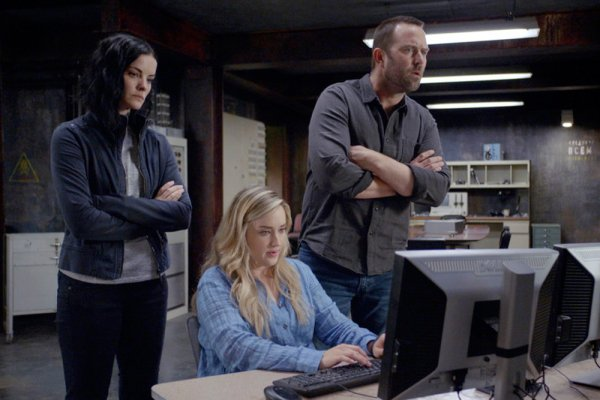 Titulky k Blindspot S05E08 - Ghost Train