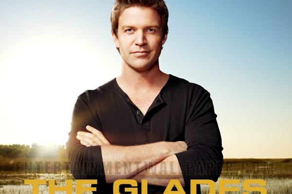 Titulky k The Glades S01E05 - The Girlfriend Experience